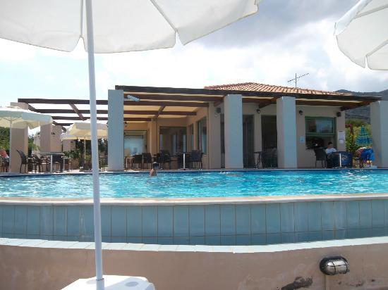 Livadaki Village Hotel: Pool and hotel showing eating area