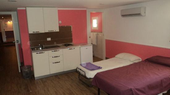 Dimora Annulina- Room & Breakfast: Habitación con pequeña cocina