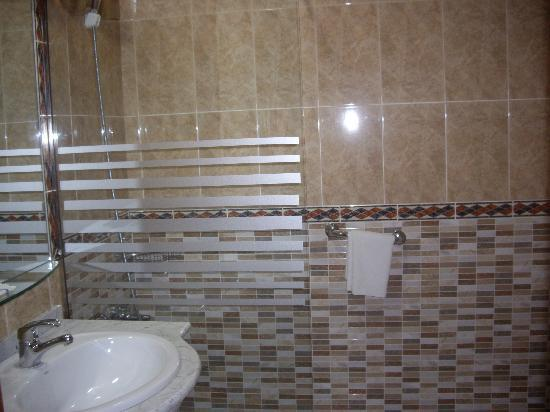 Hotel Mari Carmen: cuarto de baño