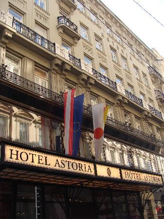 Austria Trend Hotel Astoria Wien: Exterior view of the hotel