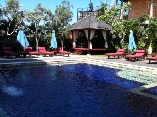 Grand Jimbaran Boutique Hotel & Spa : piscina