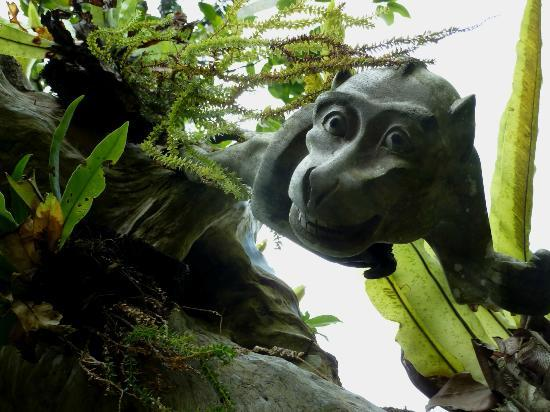 Warwick Ibah Luxury Villas & Spa: Monkey carved in tree