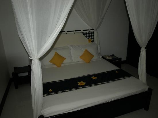 Candi Beach Resort & Spa: Our room