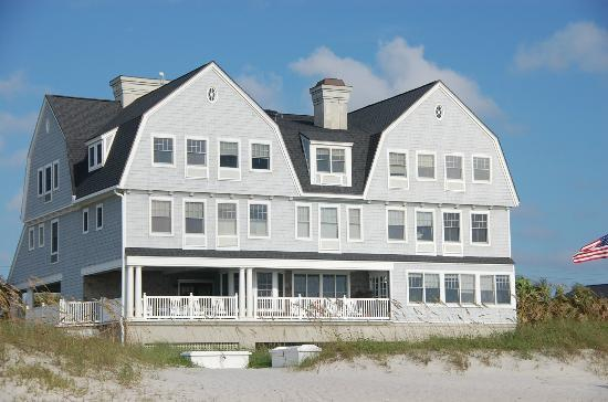 Elizabeth Pointe Lodge: Excellent beachfront accommodations