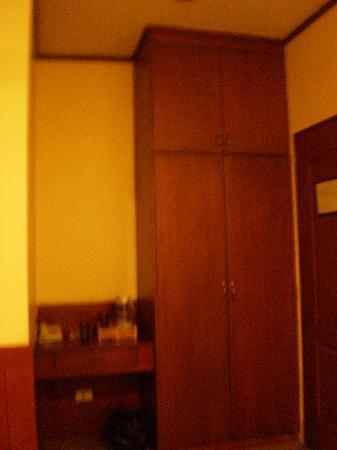 Casa Vallejo: cupboard..huge