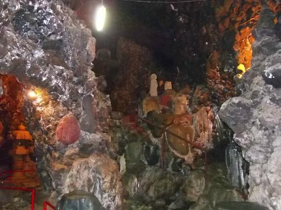Dokutsukannon: 構内の大洞窟の一つ