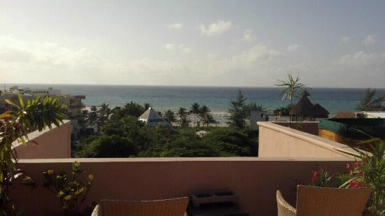 Acanto Condo Hotel & Vacation Rentals: Acanto's rooftop view of the beach