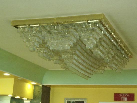 Salles Hotel Pere IV: Lampadario della Hall