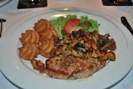 Hotel Domicil Schoenebeck: Schweinesteak mit Pilzen