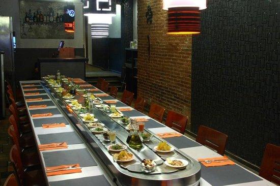 Foto de revoluciona 39 t barcelona buffet giratorio de for Cocina moderna tipo buffet