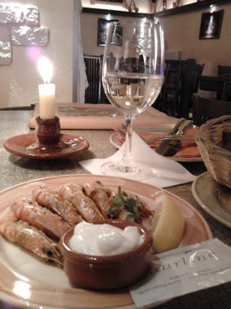 Las Tapas: Prawns with garlic sauce