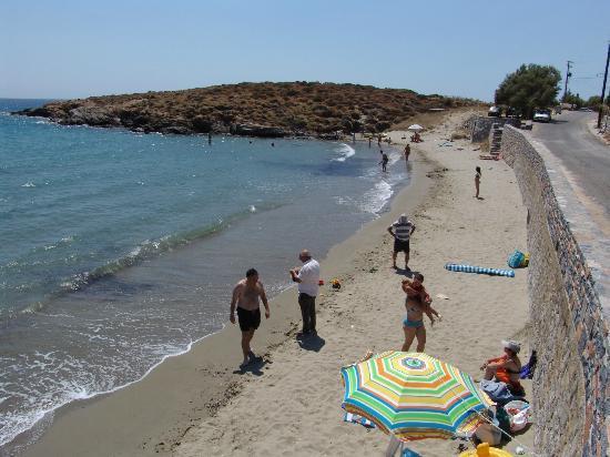 Ostria Inn: Strand vor dem Hotel