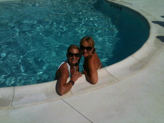 The Montauk Beach House: Me and one of my mates in the pool....!
