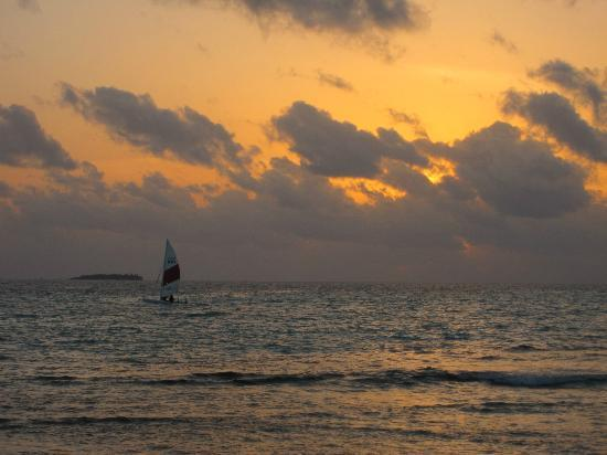 Meeru Island Resort & Spa: Sunset
