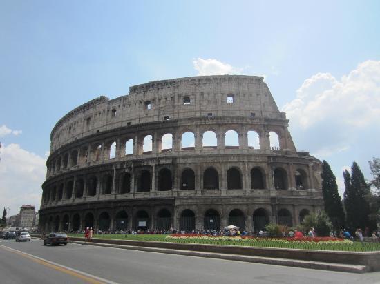 اكبر مدرج في العالم مدرج الكولسيوم colosseum-colosseo.j