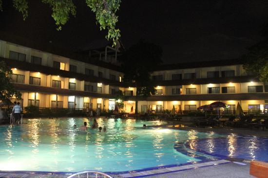 Pattaya Garden Hotel: Один из корпусов отеля