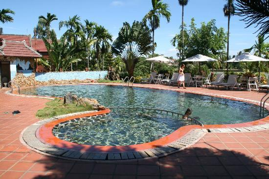 Pho Hoi Riverside Resort: La piscine