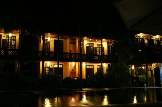 Pho Hoi Riverside Resort: L'hôtel, vue de nuit