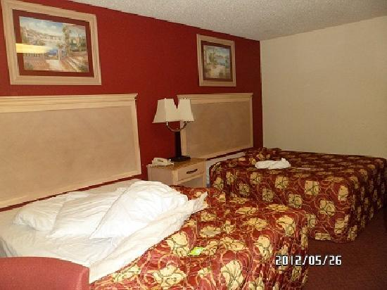 Crystal Inn & Suites: room
