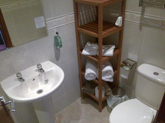 Western Isles Guest House: bagno della camera n.1
