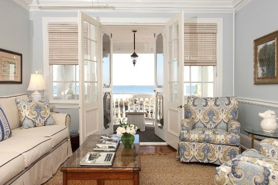The Peter Shields Inn: Guest Sitting with Ocean Front Balcony