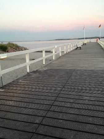 Hohwacht, Tyskland: Die Seebrücke am Strand