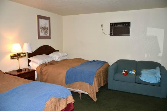 Caravan Inn: one of two queen beds with pullout couch
