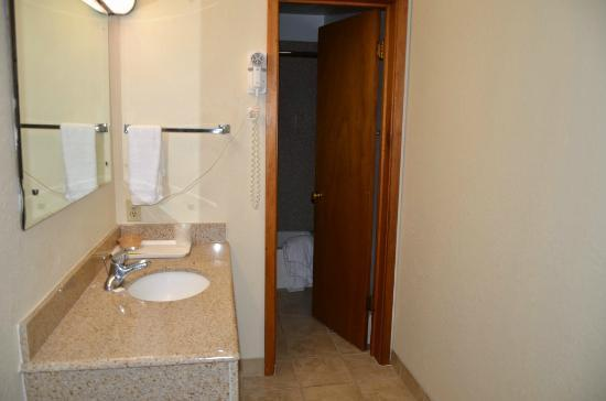 Caravan Inn: bathroom with separate sink and closet area