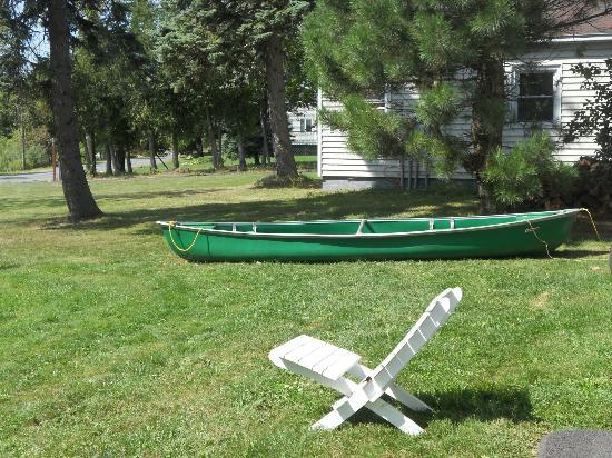 Mariaville Lake Bed & Breakfast: The row boat we used behind the house
