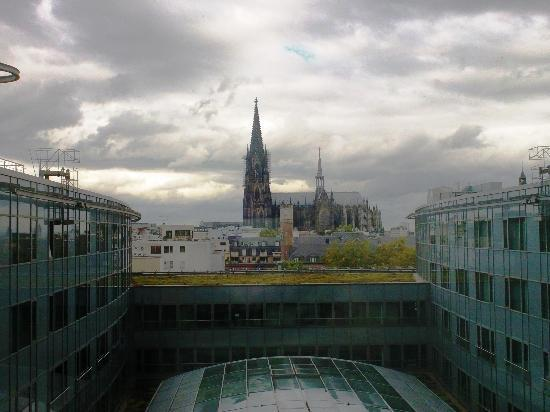 Dorint Hotel am Heumarkt Koln: View towards the Cathedral