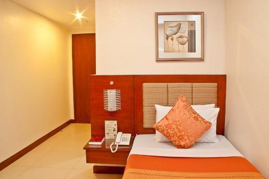 Royal Garden Hotel: Bedroom