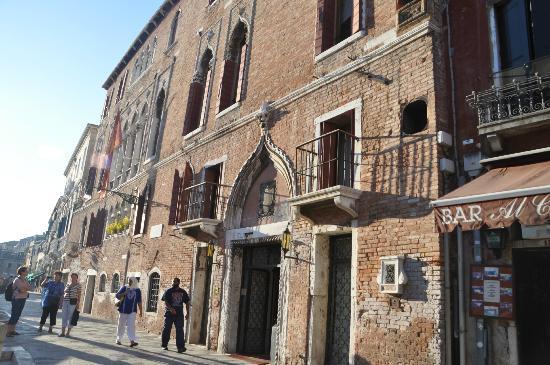 Hotel Al Sole: Outside of the hotel