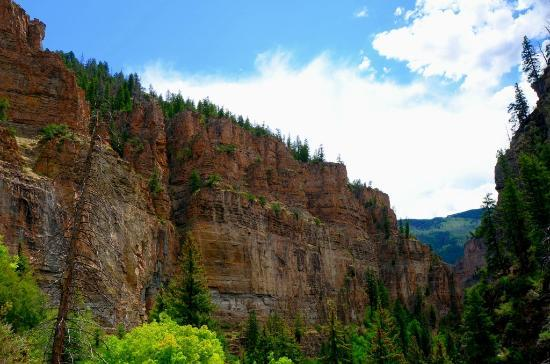 Caravan Inn: Glenwood Canyons - view from Hanging Lake area