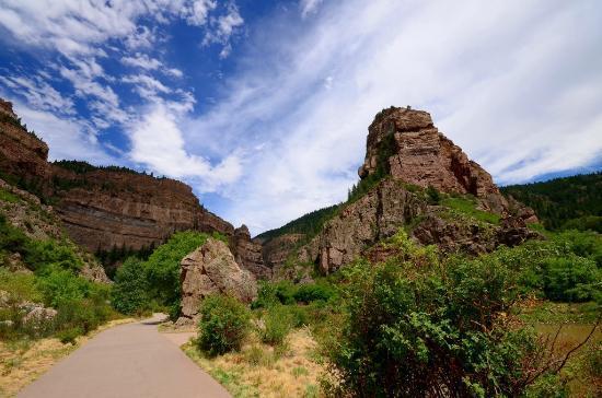 Caravan Inn : starting hike to Hanging Lake - gorgeous!