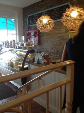 Teare Wood's Luxury Ice Cream Parlour: loadsa cakes