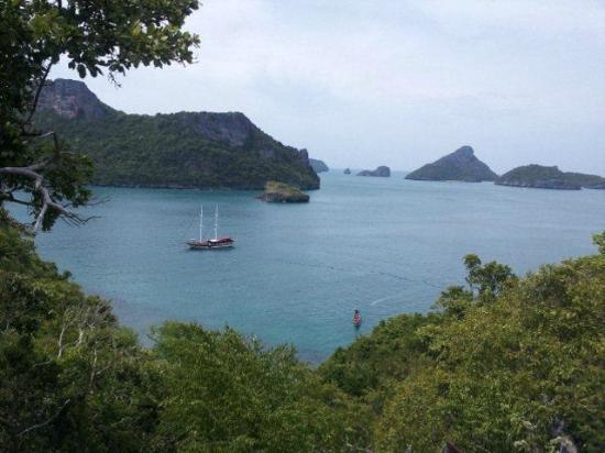 บูทีค ยอร์ชชิ่ง เดย์ครุยส์ แอนด์ ไพรเวท ชาร์ทเตอร์: View of the boat from island hill top