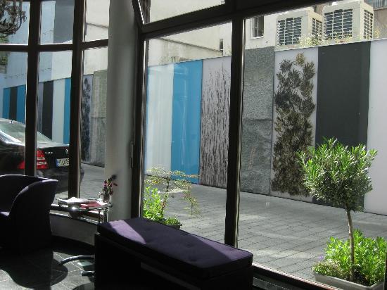 Blick in den sehr schön gestalteten Innenhof - Picture of Schiller5 ...