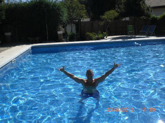 Complejo Rural Huerta Grande : La piscina de Huerta Grande genial, hamacas de sobra