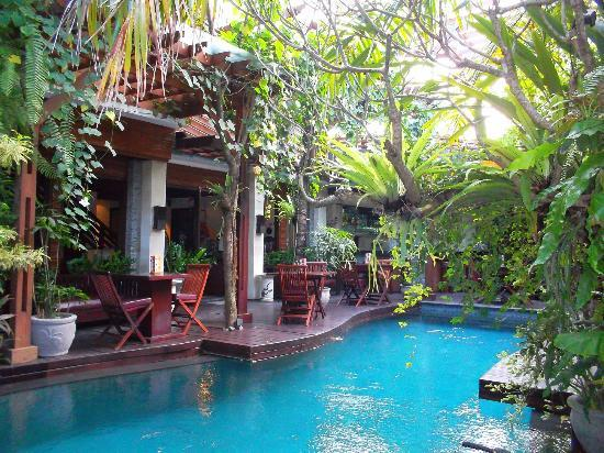 The Bali Dream Suite Villa Seminyak: More of the pool / dining area