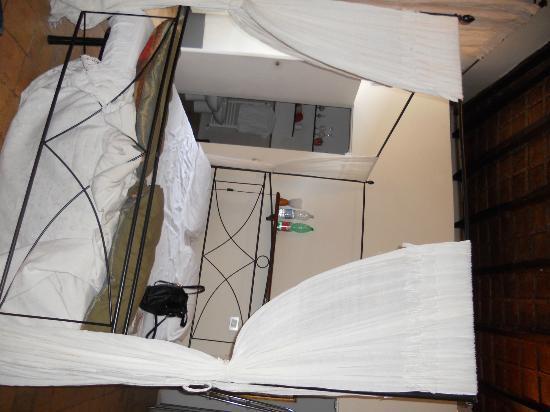 B&B Sant'Andrea: camera con letto a baldacchino