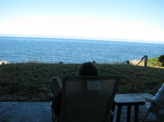 Spyglass Inn at Shelter Cove: relaxing on the walkout patio