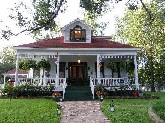 White Oak Manor Bed and Breakfast: Our Weekend Home