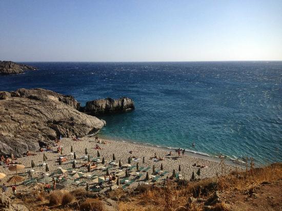 Hotel Ammoudi: Spiaggia di micro ammoudi accanto all'hotel
