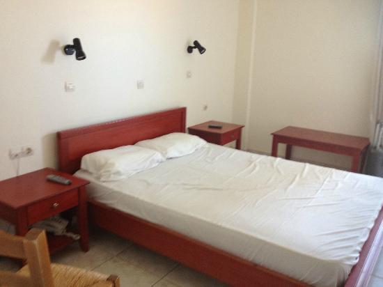 Hotel Ammoudi: letto