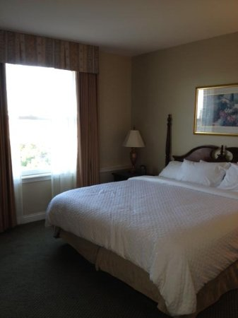 Embassy Suites by Hilton Portland - Downtown: HUGE bedrooms