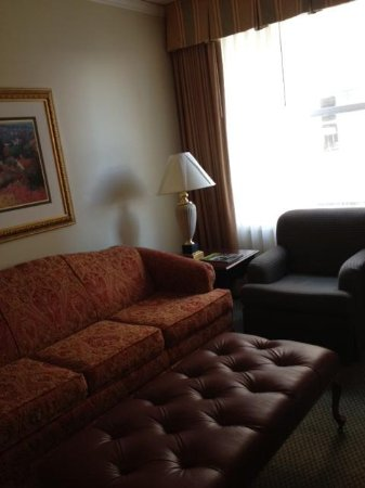 Embassy Suites by Hilton Portland - Downtown: Nice size living area