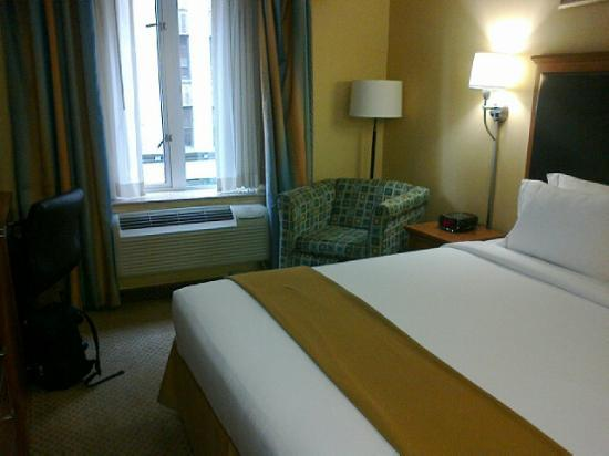 Holiday Inn Express NYC Madison Square Garden: King Bed room