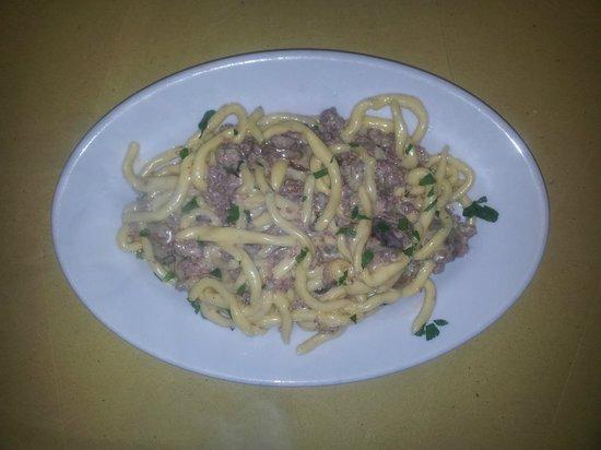 Osteria Pappa e Ciccia: strozzapreti con salsiccia e funghi
