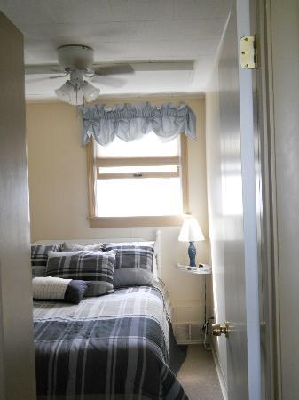 The Garlands: Bedroom