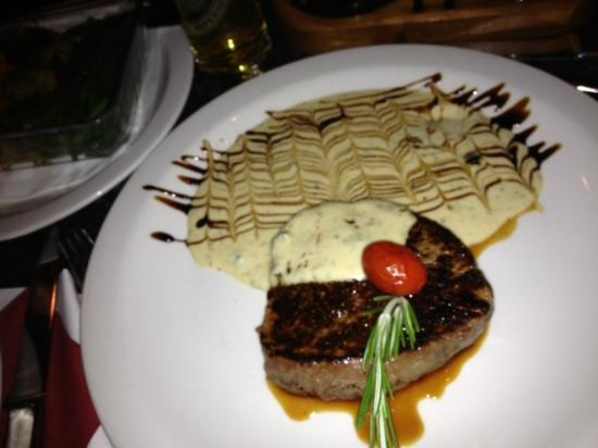 tuscany TOO : Beautiful Fillet Steak with Blue Cheese Sauce